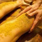 Le massage Udvartana :             le massage idéal contre la cellulite avant l'été